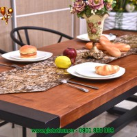 bàn ăn sang trọng