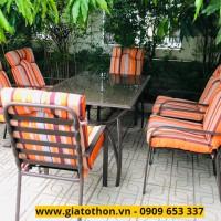 bàn ghế khung sắt kèm đệm cam